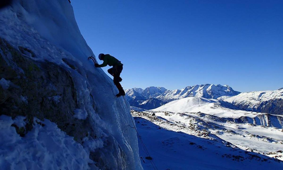Cascade de glace pour initiés dans le Champsaur